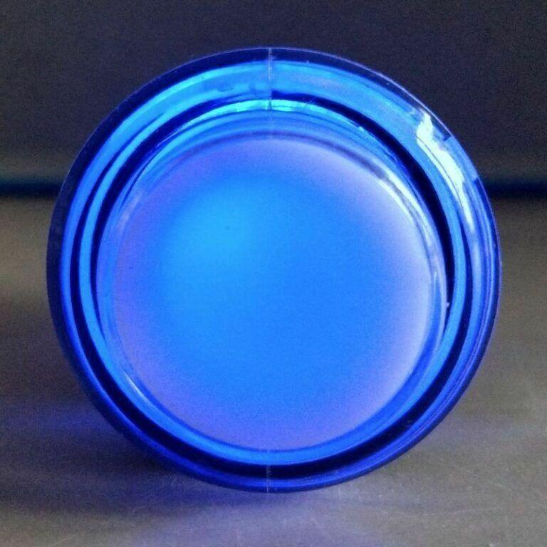 Blauer Button