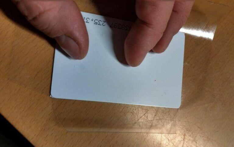 Beschriften und kleben der Rfid Karten
