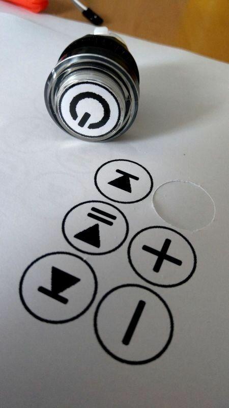 beschrifteter Button mir eingebauter LED