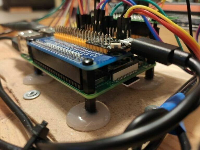 Raspberry Extension Board verkabelt und eingebaut