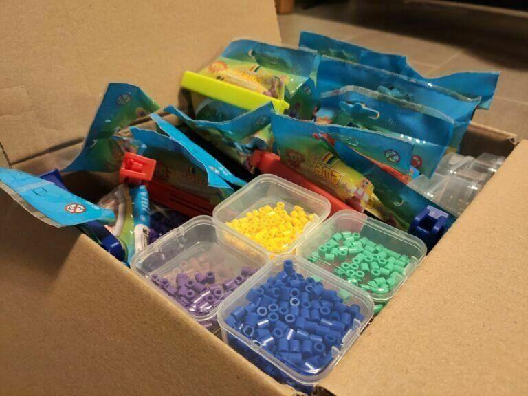 Dank kleiner Aufbewahrungsboxen passt alles in einen Karton