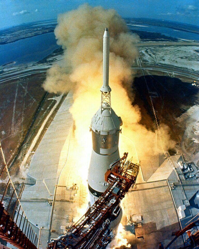 Start der Apollo 11 Rakete, Ziel: der Mond