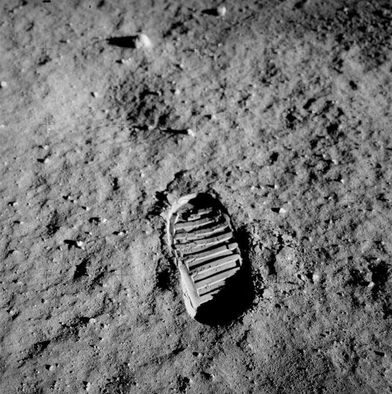 der bekannteste Fußabdruck der Welt von Buzz Aldrin